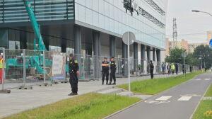 """Kordon policji wokół galerii handlowej. Sprawdzali """"legalność zatrudnienia"""""""