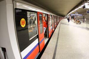 """Metro zwalnia do 20 km/h. """"Wymieniamy torowisko"""""""