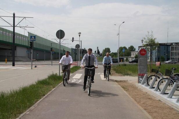 Burmistrz na rowerze podczas uruchomienia Veturilo na Białołęce bialoleka.waw.pl