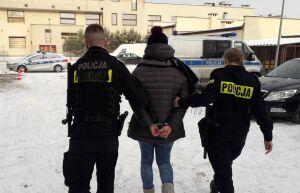 20-latka porwana, więziona, gwałcona. Zarzuty i areszt dla pięciu osób