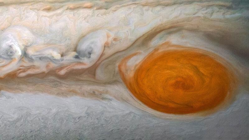 Wielka Czerwona Plama szaleje na Jowiszu od ponad 350 lat (NASA/JPL-Caltech/SwRI/MSSS/Kevin M. Gill, © CC BY)