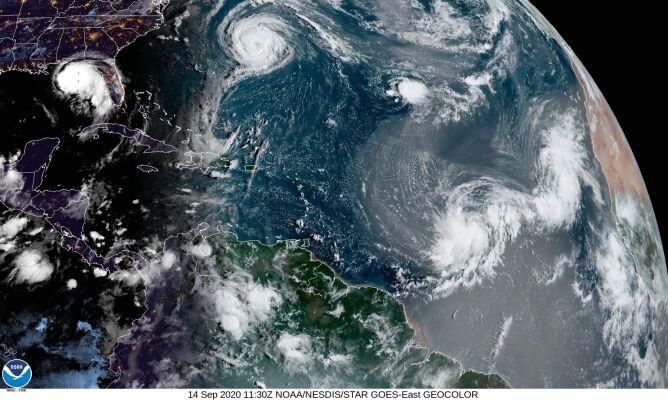 Zdjęcie satelitarne Oceanu Atlantyckiego (NOAA)