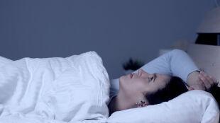 Problemy ze snem i wypalenie zawodowe mogą wpływać na przebieg COVID-19