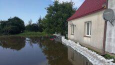 Worki z piaskiem przed domem w Żukowie Morskim (KWP PSP Szczecin)