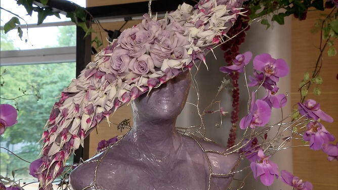 """""""Róża jest kobietą"""". Wystawa w Kutnie zachwyca różnorodnością"""