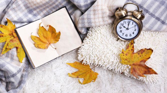 Pamiętajcie, w niedzielę cofamy wskazówki zegara. <br />Zmiana czasu na zimowy ma swoje zalety
